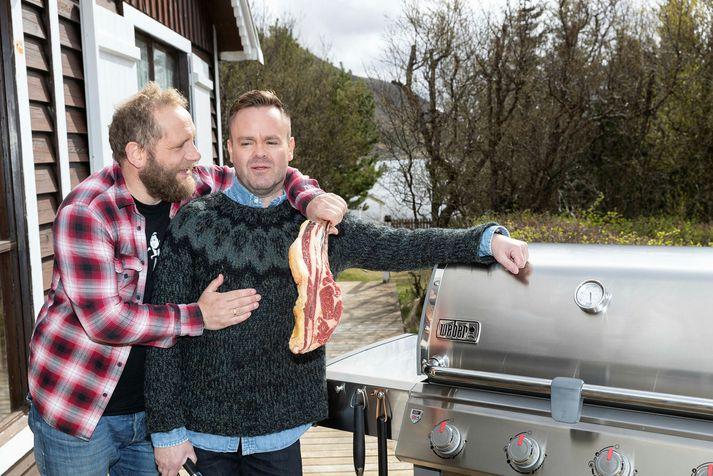 Pétur Jóhann Sigfússon með vini sínum Sverri, sem gjarnan er kallaður Sveppi.
