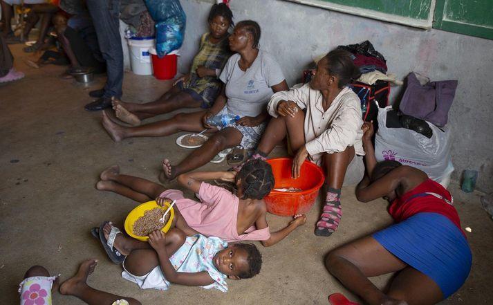 Þúsundir hafa þurft að flýja heimili sín í Port-au-Prince vegna átaka glæpagengja.