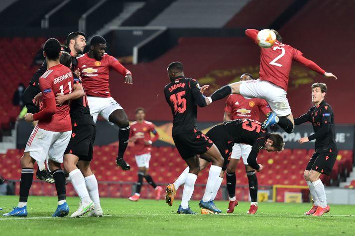 Tuanzebe hélt hann hefði komið Manchester United yfir en Victor Lindelöf sá til þess að staðan var markalaus.