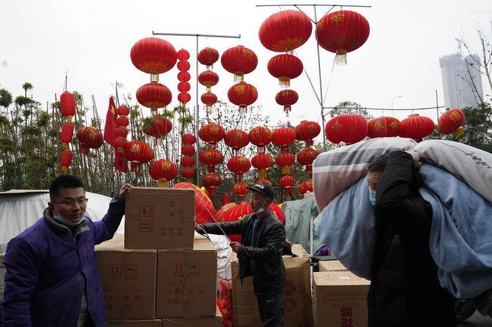 Íbúar Wuhan undirbúa kínversku áramótin.