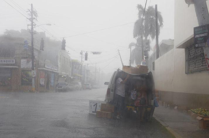 Irma stefnir nú hraðbyr á Puerto Rico.