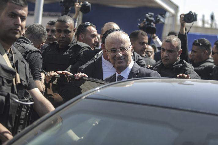 Rami Hamdallah, forsætisráðherra Palestínu, eftir árásina.