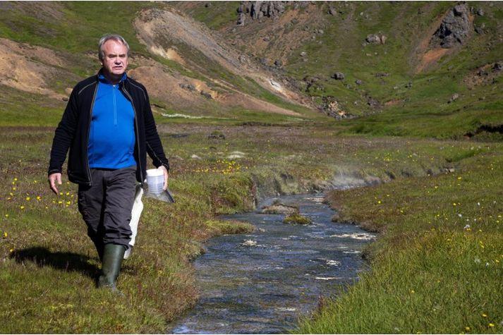 Gísli Már Gíslason fræðir fólk um pöddulíf í Elliðaárdal í kvöld.