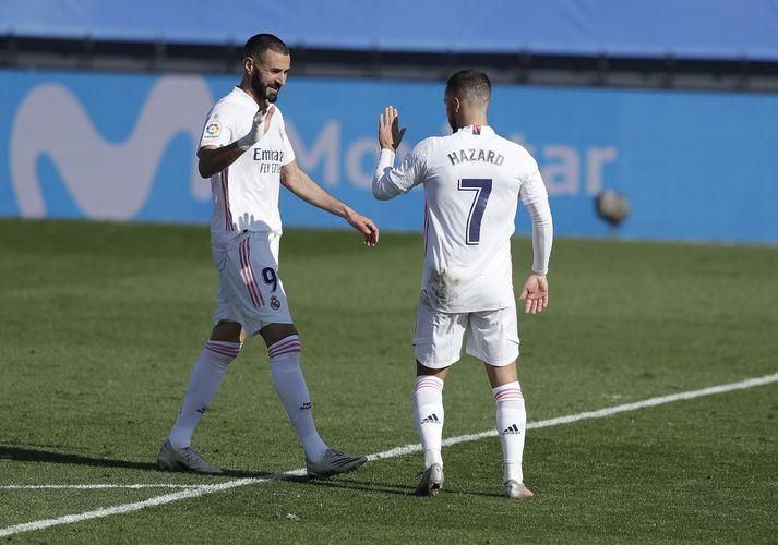 Hazard og Benzema fagna.