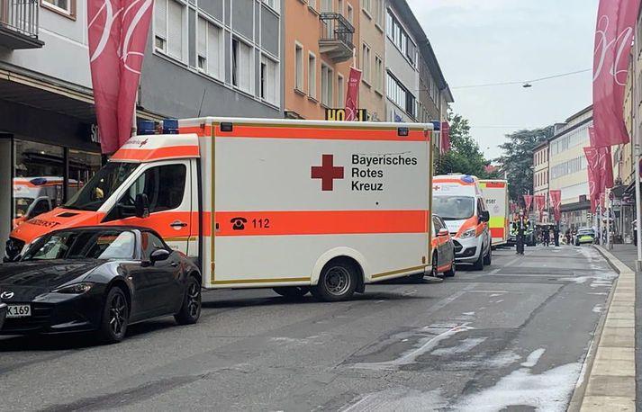 Sjúkrabíll við vettvang árásarinnar í Würzburg í Bæjaralandi í gær.