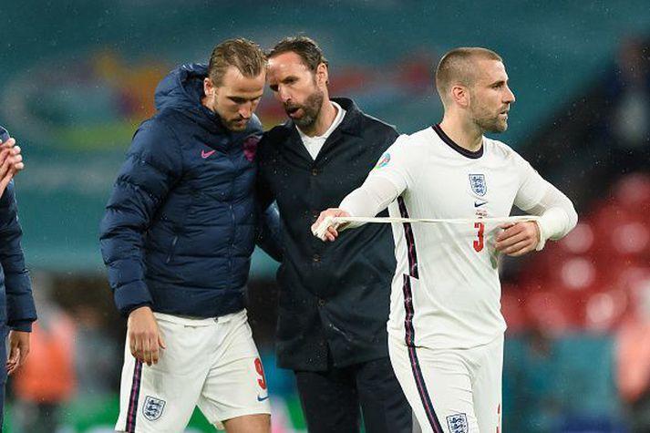 Shaw, Southgate og Kane eftir leikinn í gær.