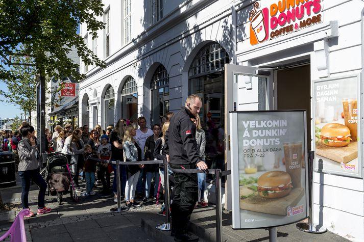 Fyrsti staður Dunkin' Donuts opnaði í ágúst 2015.