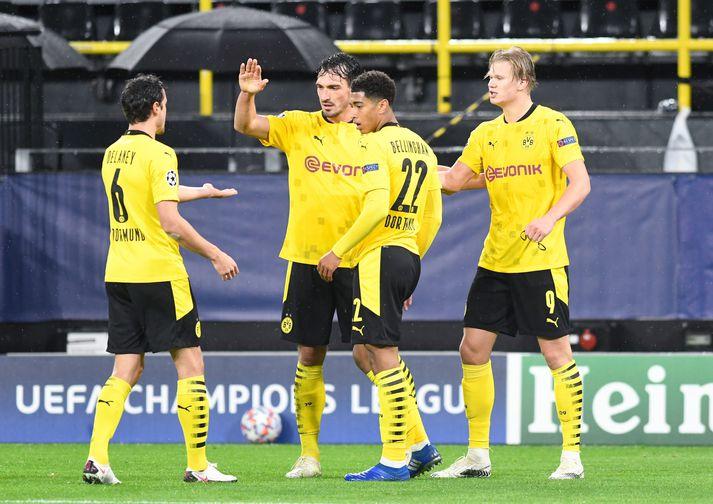 Leikmenn Dortmund fagna öðru marka sinna í kvöld.
