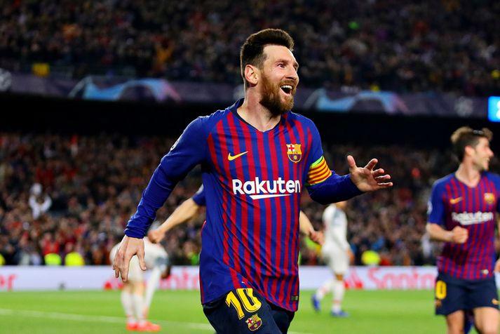Lionel Messi fagnar marki með Barcelona á þessu tímabli.