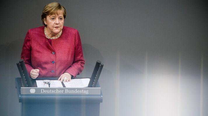 Angela Merkel á þingi í morgun.