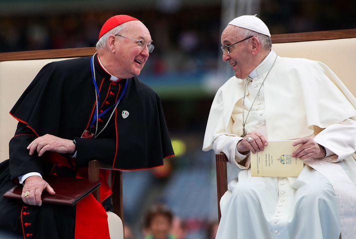 Kardinálinn Kevin Farrell og Frans páfi á góðri stund.