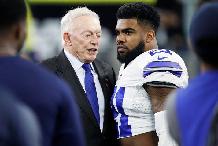 Jones með Zeke Elliott, hlaupara Cowboys.