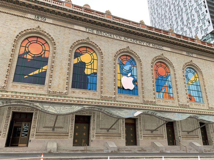 Kynning Apple fer fram í Brooklyn Academy of Music í New York.