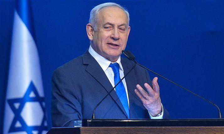 Benjamin Netanyahu segir Ísraela einungis vera að verja sig og að árásum sé beint að Hamas. Óbreyttir borgarar eru þó í meirihluta þeirra sem hafa fallið.