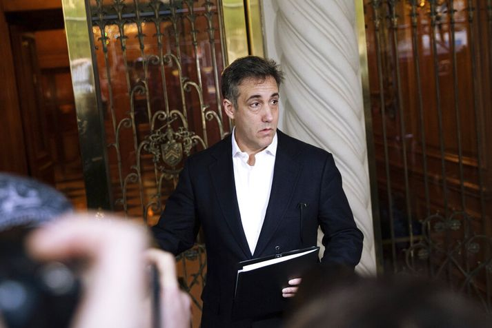 Cohen þegar hann yfirgaf heimili sitt í New York í morgun.