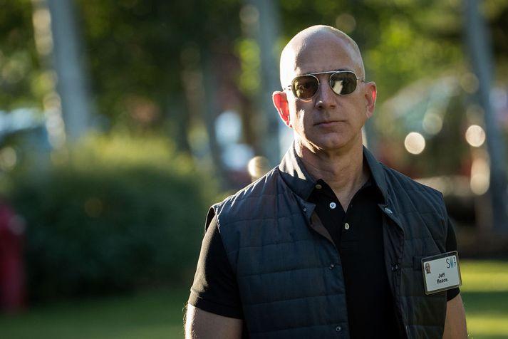 Jeff Bezos forstjóri Amazon lítur svo á að hjá honum sé alltaf Dagur 1 í rekstri. Hann segir óánægða viðskiptavini mikilvæga.