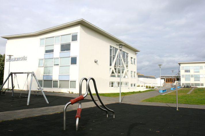 Laugalækjarskóli. Skólinn er fyrir 7.-10. bekk í Laugardalnum í Reykjavík en Laugarnesskóli þjónustar 1.-6. bekk.