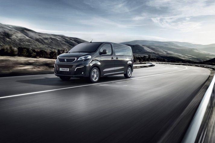 Peugeot e-Traveller á ferðinni.