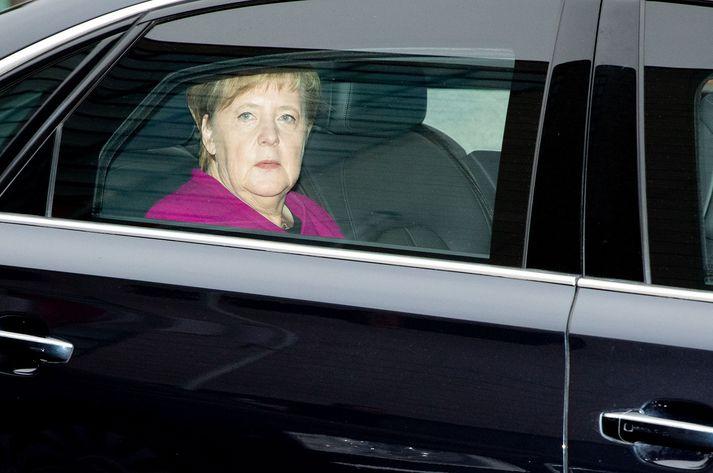 Angela Merkel yfirgefur hér fund forsvarsmanna CDU í morgun, þar sem hún tilkynnti ákvörðun sína.