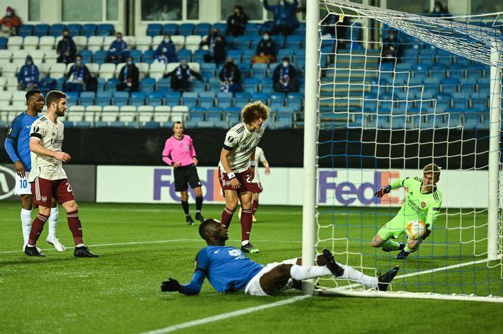 Rúnar Alex Rúnarsson ver frá Leke James, framherja Molde.