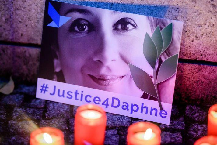 Daphne Caruana Galizia var myrt þar sem sprengja hafði verið falin í leigubíl sem hún ferðaðist í, nærri heimili sínu í Bidjina um miðjan október 2017.