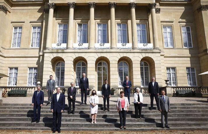 Fjármálaráðherrar G7-ríkjanna ásamt efnahagsmálastjóra Evrópusambandsins, forstjóra Alþjóðagjaldeyrissjóðsins, framkvæmdastjóra Efnahags- og framfarastofnunar Evrópu og forseta Alþjóðabankans í London í dag.
