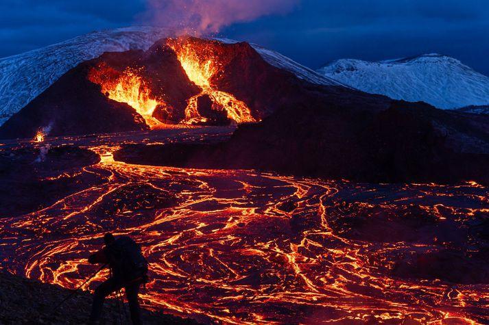 Vísindamenn vonast til að með nýrri gervihnattatækni verði hægt að spá fyrir um eldgos með mun meiri fyrirvara en áður.