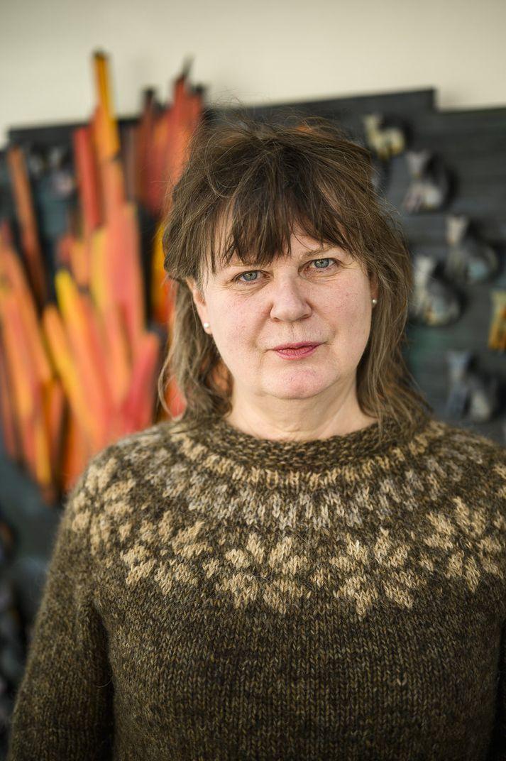 """""""Það er alltaf mikil frásögn í verkum mínum,"""" segir Hulda Hákon."""