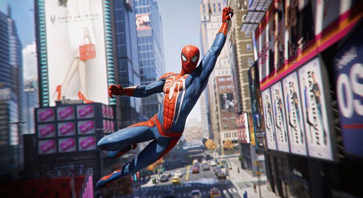 Þegar hér kemur við sögu er Peter Parker búinn að vera að dunda sér sem Spider-Man í um átta ár og er búinn að koma fullt af vondum körlum (og allavega einni konu) í steininn.