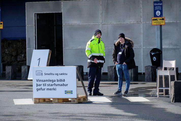 IKEA hefur lokað verslun sinni í Kauptúni í Garðabæ og selur nú aðeins vörur á netinu.