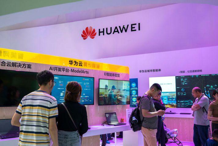 Bás Huawei á tæknisýningu sem fram fór í Kína á dögunum.