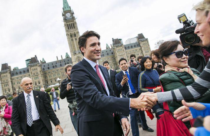 Justin Trudeau við þinghúsið í Ottawa.