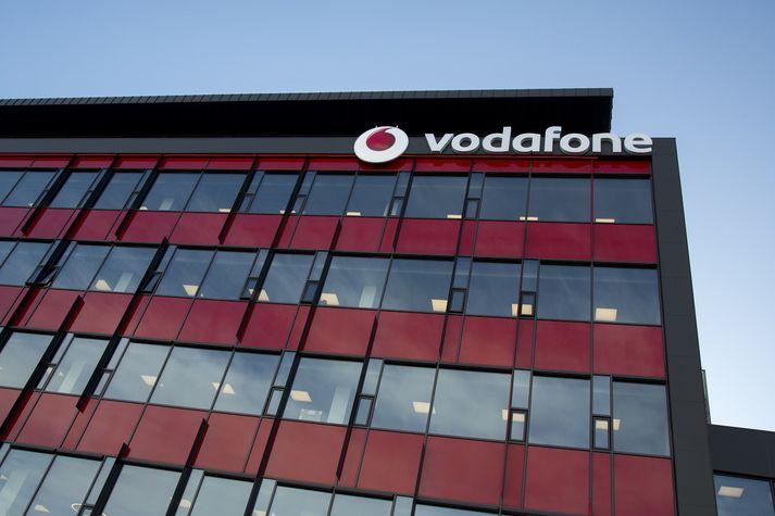 Vodafone er í eigu Sýnar sem einnig á Vísi.