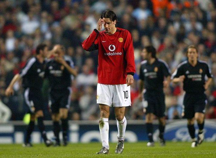 Leikmenn Real fagna í bakgrunn en Nistelrooy svekkir sig. Hollendingurinn skoraði eitt marka leiksins.