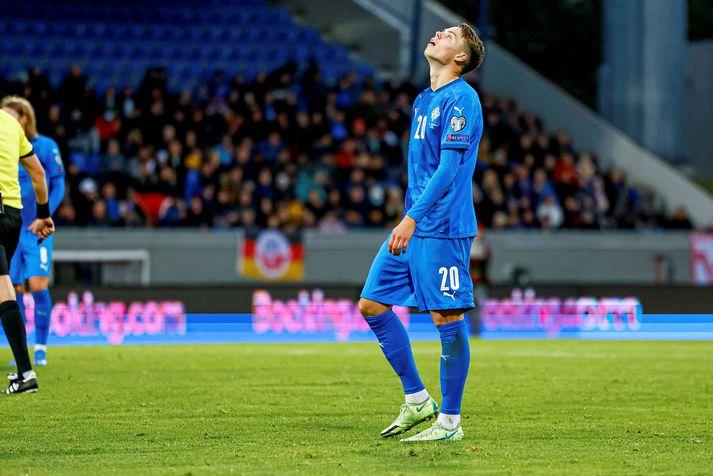 Ísland hefur fallið niður um fjórtán sæti á styrkleikalista FIFA á þessu ári.