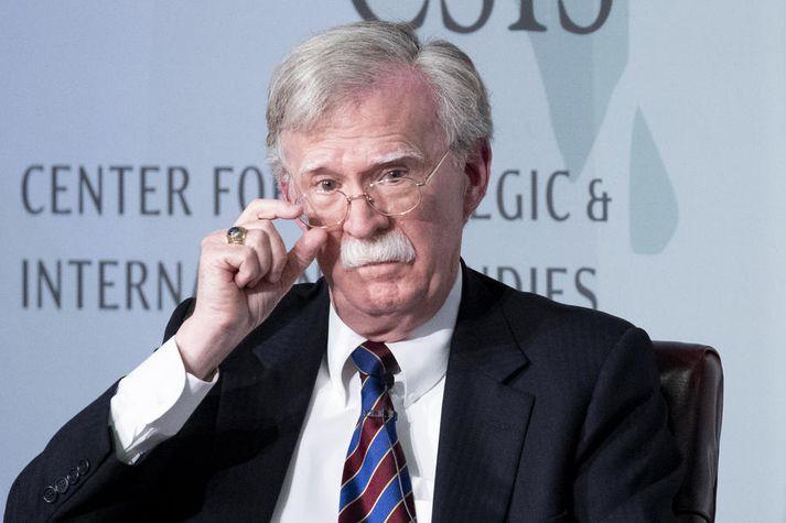 Bolton, sem hætti sem þjóðaröryggisráðgjafi í síðasta mánuði, hugnaðist ekki umsvif persónulegs lögmanns Trump í Úkraínu og líkti honum við handsprengju.