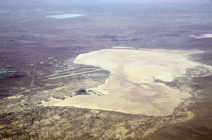 Konan fannst nálægt Edwards flugherstöðinni í suðurhluta Kaliforníu.