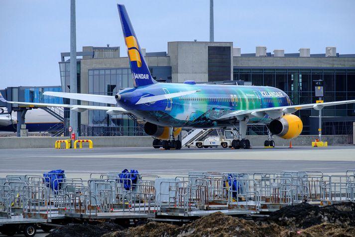 Icelandair stefnir að því að auka hlutafé félagsins um allt að 23 milljarða í hlutafjárútboði sem hófst í dag og lýkur síðdegis á morgun.