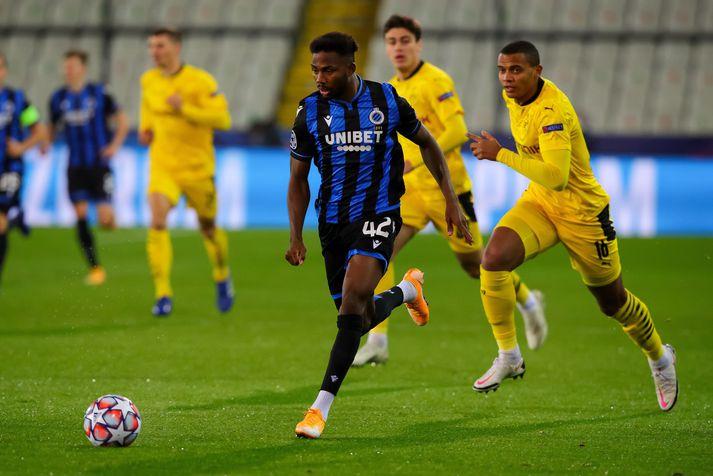 Emmanuel Dennis á ferðinni í fyrri leik Club Brugge og Borussia Dortmund í Meistaradeild Evrópu.