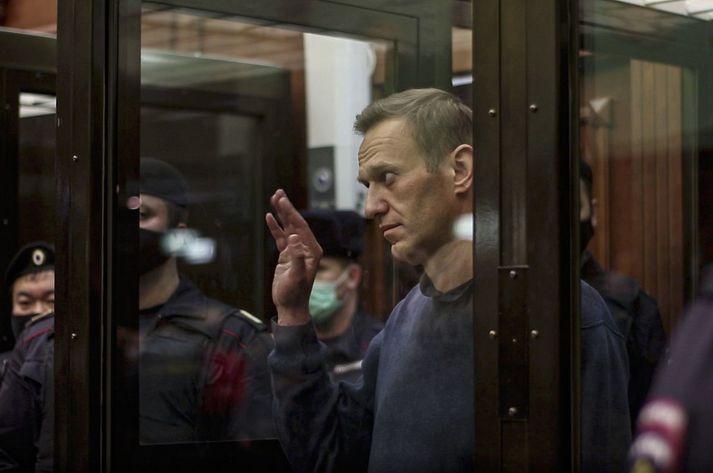 Alexei Navalní í dómsal í vikunni þegar hann var dæmdur til tæplega þriggja ára vistar í fanganýlendu.