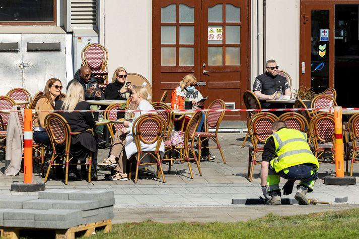 Veðrið verður mildast suðvestanlands í dag.