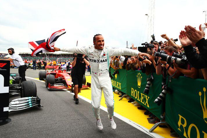 Lewis Hamilton fagnaði vel og innilega eftir sigurinn í breska kappakstrinum í gær.