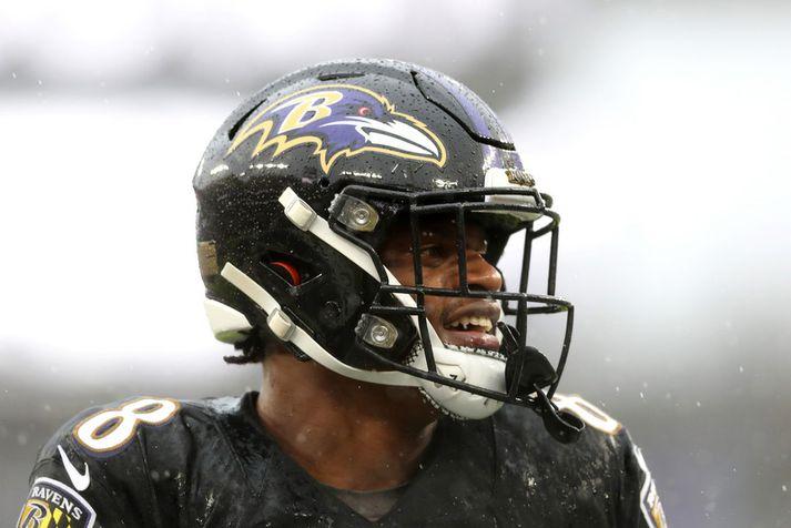 Leikstjórnandinn Lamar Jackson hjá Baltimore Ravens er á einu augabragði orðin ein stærsta stjarna NFL-deildarinnar.