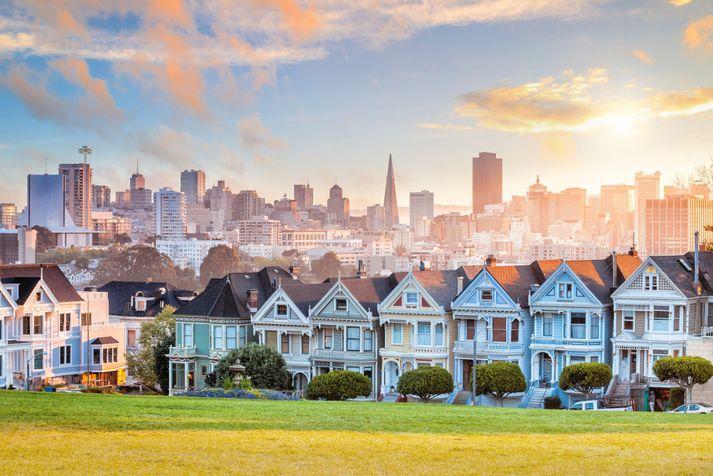 San Francisco, sem var í leiðakerfi Icelandair í tvö sumur fyrir rúmum áratug, er ein þekktasta og vinsælasta ferðamannaborg í heimi og jafnframt ein af fjölmennustu borgum Bandaríkjanna með um 9 milljónir íbúa á San Francisco Bay Area svæðinu.