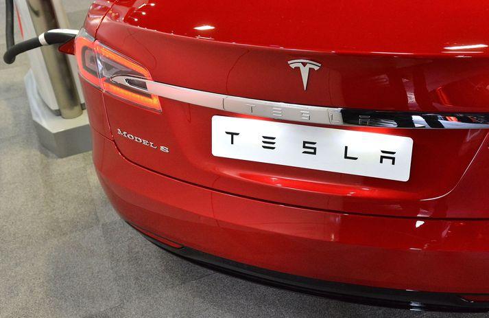 Innköllunin nær til Tesla Model S og Model X bifreiða.