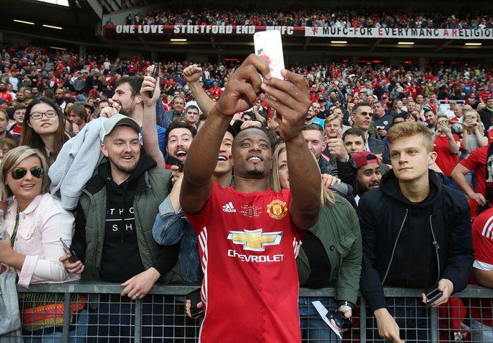 Patrice Evra átti fjölmörg ár á Englandi með Manchester United