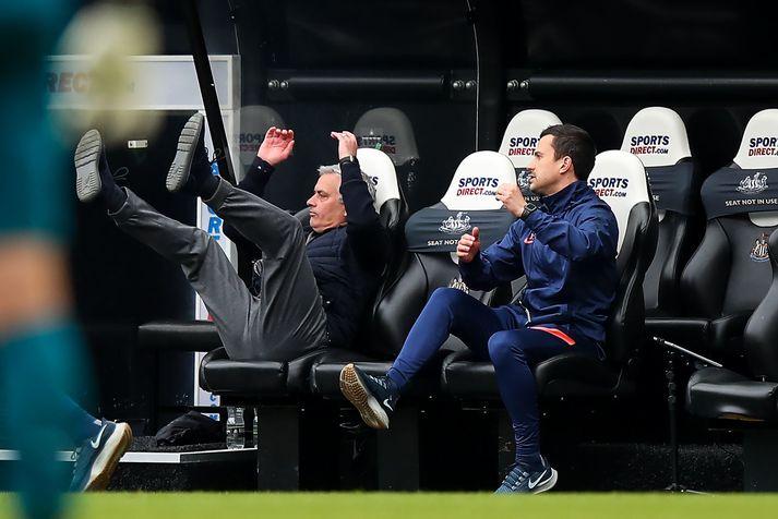 Jose Mourinho segir það ekki vera sér að kenna að Tottenham tapi stigum þegar þeir hafa náð forystu.