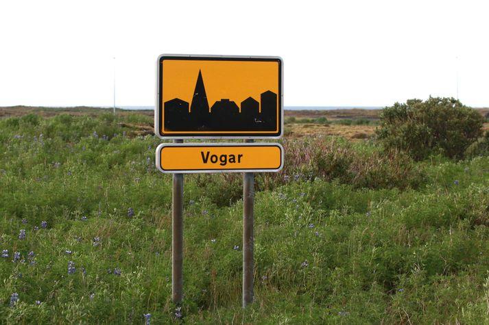 Um 1300 manns búa í Vogunum í dag en þar hefur verið mikið byggt síðustu ár og verður mikið byggt næstu ár.