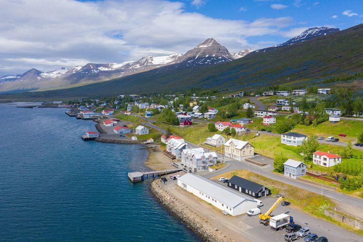 Fáskrúðsfjörður á fallegum sumardegi.