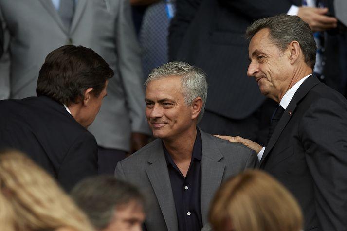Vistaskipti hafa orðið í brú Tottenham. Inn kemur Portúgalinn Jose Mourinho og út fer Mauricio Pochettino.